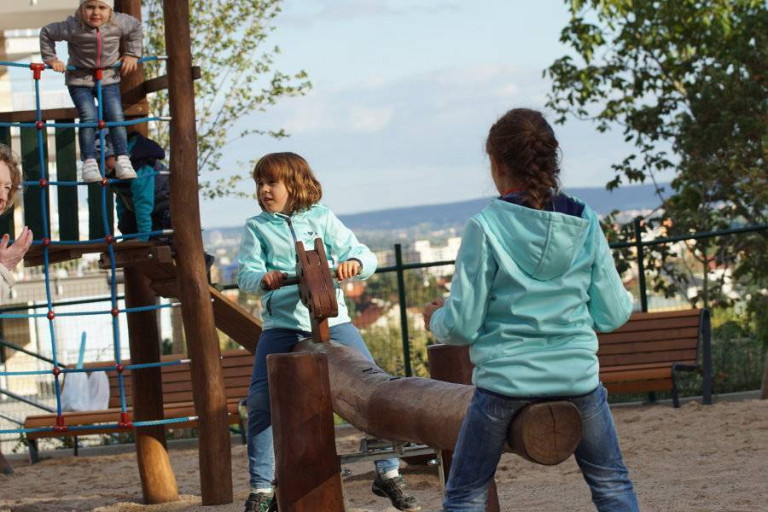 A new city park and playground in the Nad Přehradou residential project
