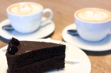 Karlín: Bistro Proti Proudu - čokoládový dort