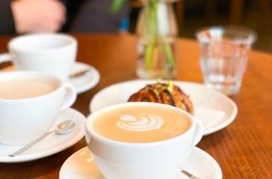 Karlín: Kavárna Etapa - cappuccino