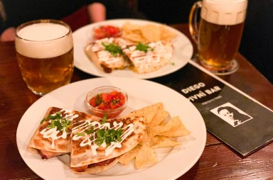 Karlín: Diego pivní bar - quesadillas